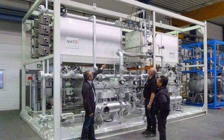 Elektroerhitzer und Heiz-Kühlanlage von heat 11. Electric thermal oil heaters and heating-cooling plant.