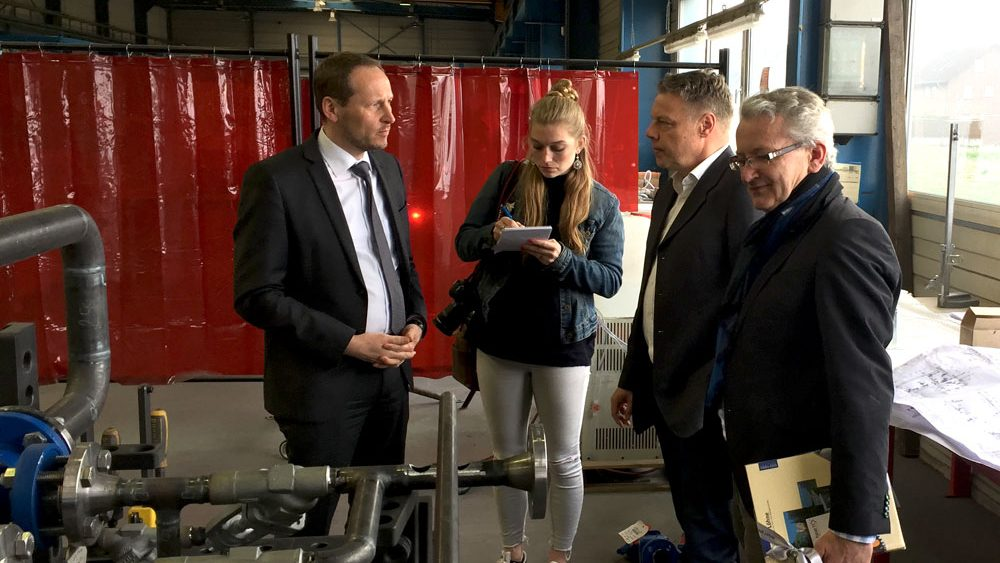 Der Bürgermeister zu Gast bei heat 11 manufacture. Production facility for thermal oil heaters.