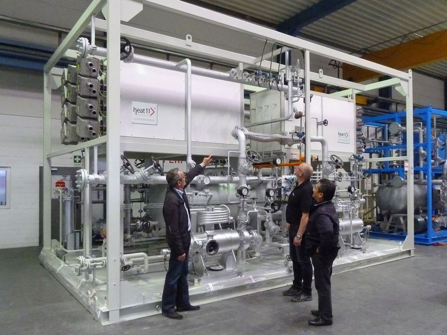 Elektroerhitzer und Heiz-Kühlanlage von heat 11. Electric thermal oil heaters and heating-cooling plant.