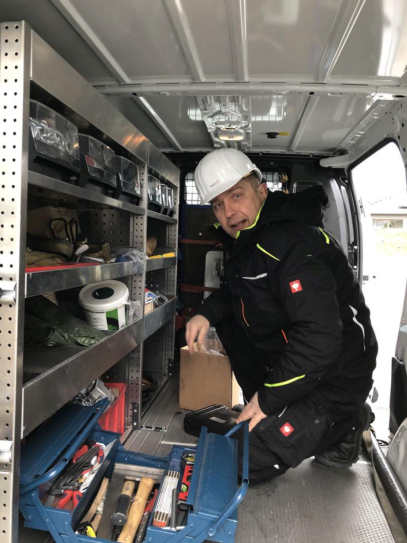 Blick in die Einsatzfahrzeuge vom Team Rohrleitungsbau und -Montagen