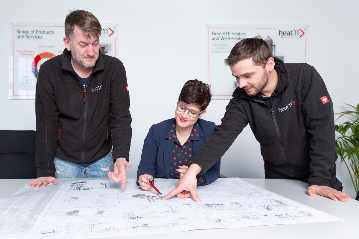 Das Team Rohrleitungsbau und -Montagen bei der Planung.